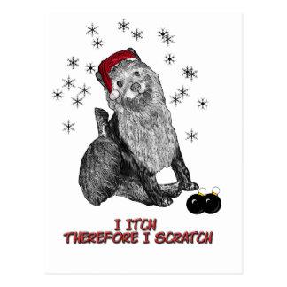 El perro que pica en el navidad tarjeta postal