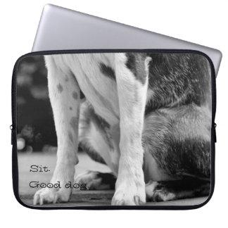 El perro se sienta fundas portátiles