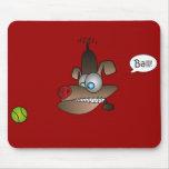 El perro ve la bola tapetes de ratones