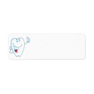 El personaje de dibujos animados limpio sonriente etiqueta de remitente