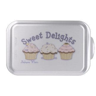 El personalizado bonito de las magdalenas cubrió l molde para pasteles