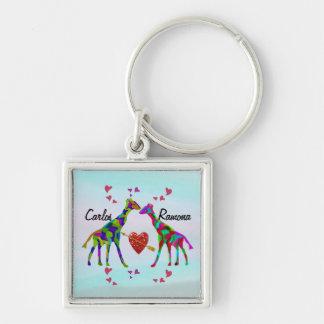 El personalizado de Luv de la jirafa nombra Llavero Cuadrado Plateado
