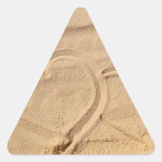 el personalizado del amor del corazón personaliza pegatina triangular