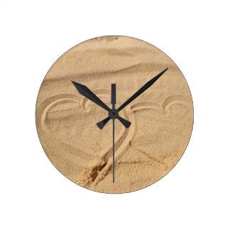 el personalizado del amor del corazón personaliza reloj redondo mediano
