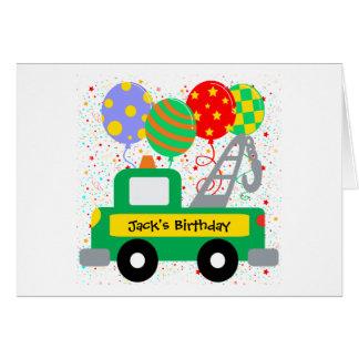 El personalizado embroma cumpleaños del camión tarjetón