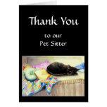 El personalizado le agradece, saludando, mascota,  felicitaciones
