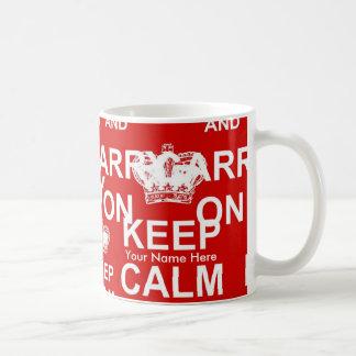 El personalizado mantiene tranquilo y continúa la taza de café