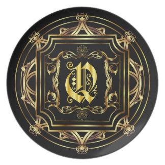 El personalizar del monograma Q corrige para el co Plato Para Fiesta
