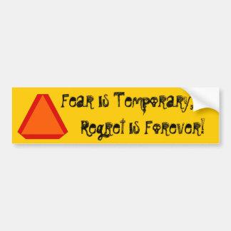 el pesar de acarreo del movimiento lento de la peg etiqueta de parachoque