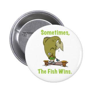 El pescado gana a veces el botón pin redondo de 2 pulgadas
