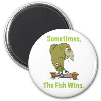 El pescado gana a veces el imán
