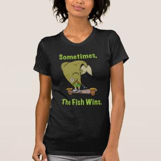 El pescado gana a veces la camiseta para mujer camisas