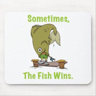 El pescado gana a veces Mousepad