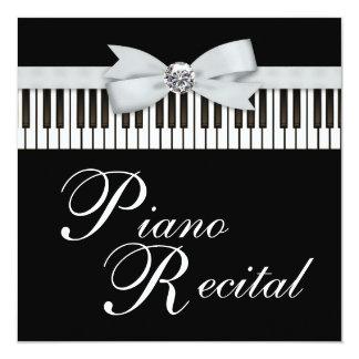 El piano blanco y negro cierra la invitación del