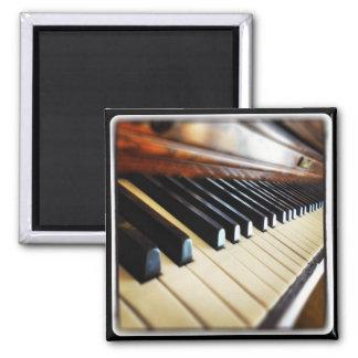 El piano cierra el imán cuadrado del refrigerador