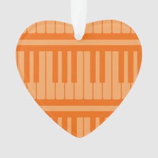 El piano cierra el modelo anaranjado