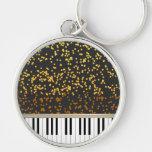 El piano cierra el modelo de lunares del oro llavero