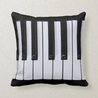 El piano cierra la almohada
