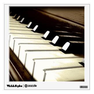 El piano cierra la etiqueta Música-temática de la