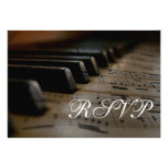 El piano cierra la partitura que casa las tarjetas anuncios
