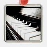 El piano cierra macro ornamento para arbol de navidad