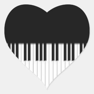 El piano cierra negro y blanco pegatina en forma de corazón