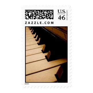 El piano cierra sellos