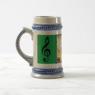 El piano musical de los cursos de la vida cierra jarra de cerveza