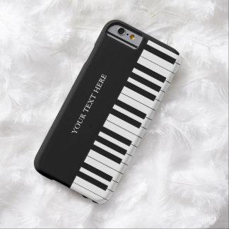 El piano negro y blanco cierra los regalos del fan funda de iPhone 6 barely there