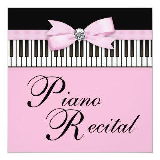 El piano negro y blanco rosado cierra la anuncio
