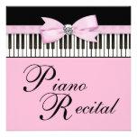 El piano negro y blanco rosado cierra la invitació anuncio