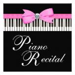 El piano rosado y negro cierra la invitación del d
