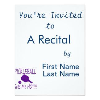 """el pickleball me consigue púrpura caliente invitación 4.25"""" x 5.5"""""""
