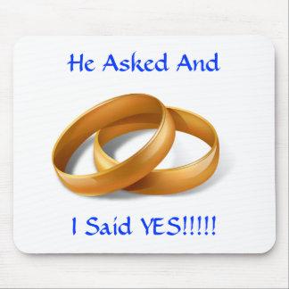 ¡Él pidió y dije SÍ!!! Anillos de bodas Mousepad