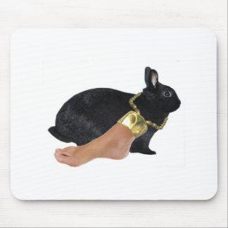 El pie humano afortunado del conejo tapetes de ratón