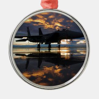 El piloto de los aviones de la caza a reacción se ornamentos de navidad