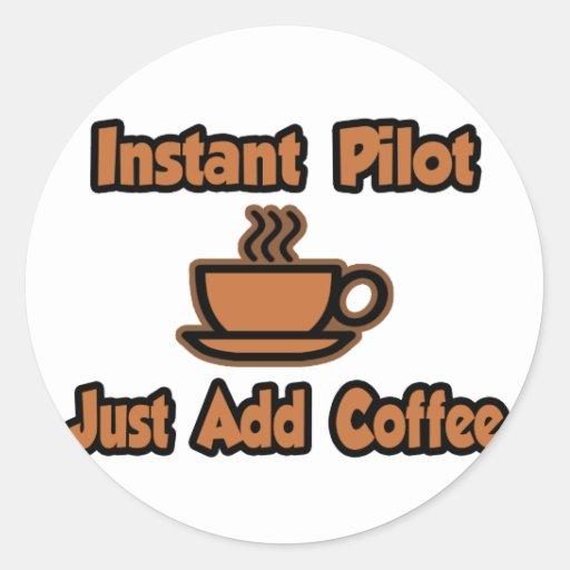 El piloto inmediato… apenas añade el café etiqueta redonda