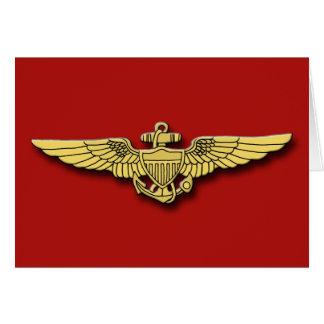 El piloto marino se va volando tarjetas