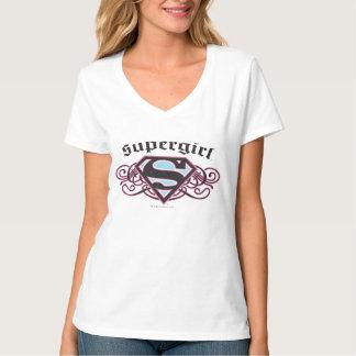 El Pin de Supergirl pela negro y rosa Poleras