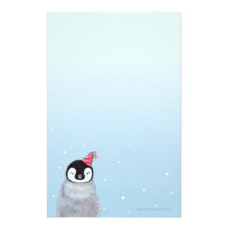 El pingüino del bebé en un gorra del fiesta embrom papelería
