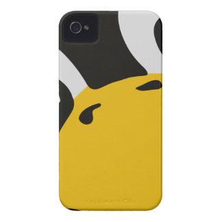 el pingüino del tux del linux observa el retrato carcasa para iPhone 4 de Case-Mate