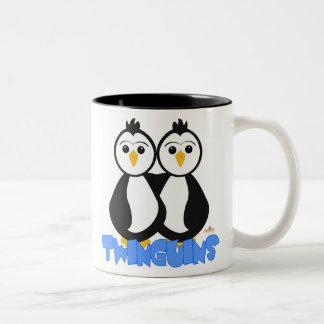 El pingüino hermana el azul de Twinguins Taza De Dos Tonos