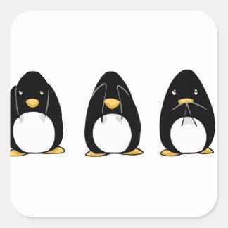 El pingüino lindo ve que hablar no oiga ningún mal pegatina cuadrada