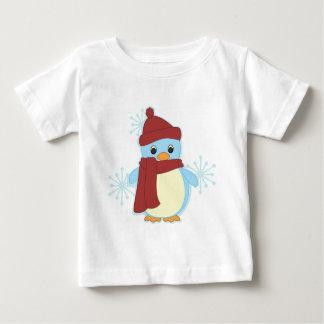 El pingüino más pequeño t shirts