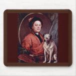 El pintor y su autorretrato del barro amasado por  tapetes de ratón