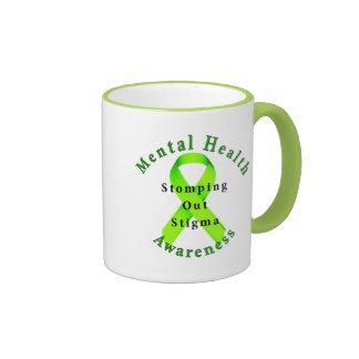 El pisar fuerte hacia fuera estigma taza de café