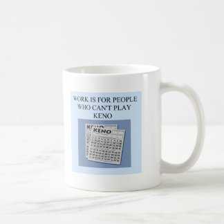 el placer del jugador del keno taza de café