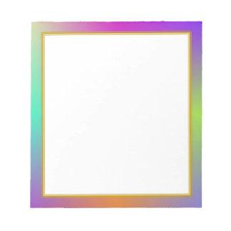 El plasma colorida se nubla el pequeño cuaderno de libreta para notas