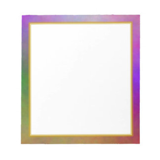 El plasma púrpura se nubla el pequeño cuaderno de  libreta para notas
