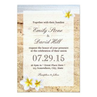 """El Plumeria hawaiano florece el boda de playa Invitación 5"""" X 7"""""""